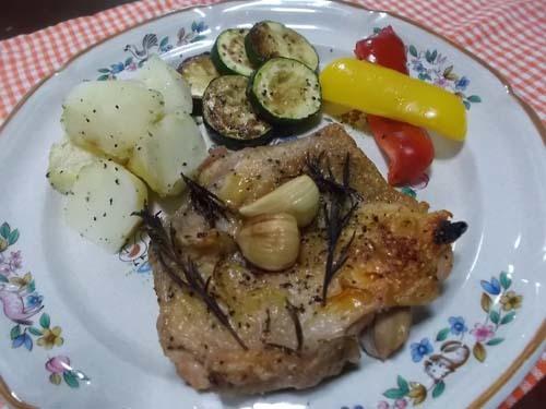 庭のローズマリーでチキンのオーブン焼き_f0019498_20433686.jpg