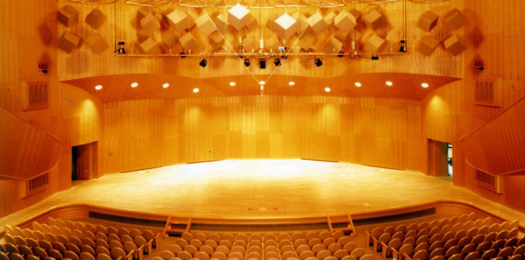 伊丹 アイフォニック大ホール_f0225419_12220556.jpeg