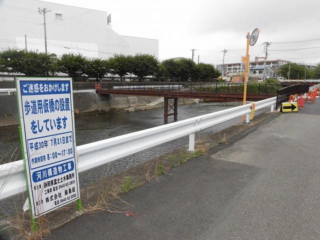 小潤井川の改修工事の一環で、旧国1の津田橋架け替え工事が始まった_f0141310_07523156.jpg