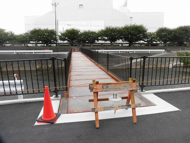 小潤井川の改修工事の一環で、旧国1の津田橋架け替え工事が始まった_f0141310_07523940.jpg