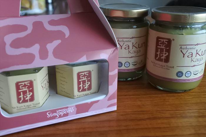 シンガポール土産、プラナカン関連やお菓子など_f0167281_13472398.jpg
