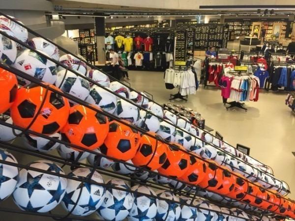 2018ヨーロッパ買い付け後記38 アディダス篇 サッカーはじまるんでかんたんに 入荷 SUPREME Tシャツ_f0180307_17173081.jpg