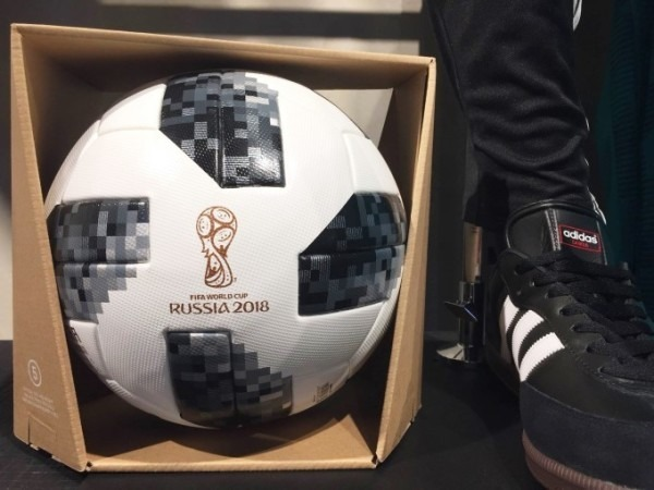 2018ヨーロッパ買い付け後記38 アディダス篇 サッカーはじまるんでかんたんに 入荷 SUPREME Tシャツ_f0180307_17333125.jpg