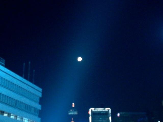 中環天星碼頭に向かって_b0248150_06010671.jpg