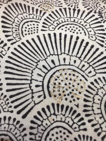 真夏にオススメ!インド・ブロックプリント 綿ローンのブラウスやスカート_d0187468_16573858.jpg