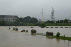 降り続く雨で土砂災害の危険があり避難指示が出されました。_c0133422_042939.jpg