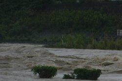 降り続く雨で土砂災害の危険があり避難指示が出されました。_c0133422_051557.jpg