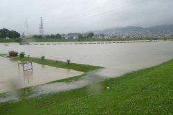 降り続く雨で土砂災害の危険があり避難指示が出されました。_c0133422_074925.jpg