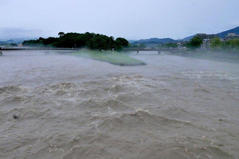 大雨特別警報_c0057390_10065683.jpg