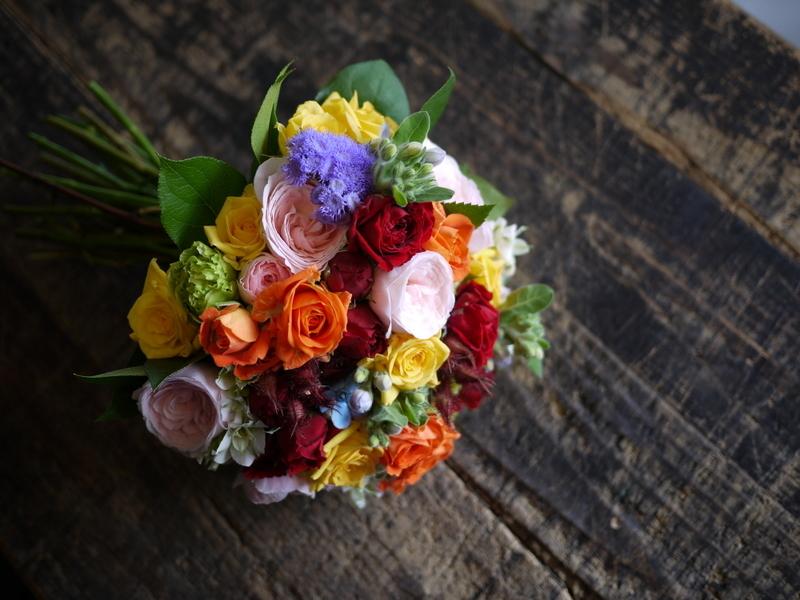 ご結婚披露宴でのブーケ、ブートニア、ケーキナイフ装花。ジャスマックプラザにお届け。2018/07/07。_b0171193_17220449.jpg