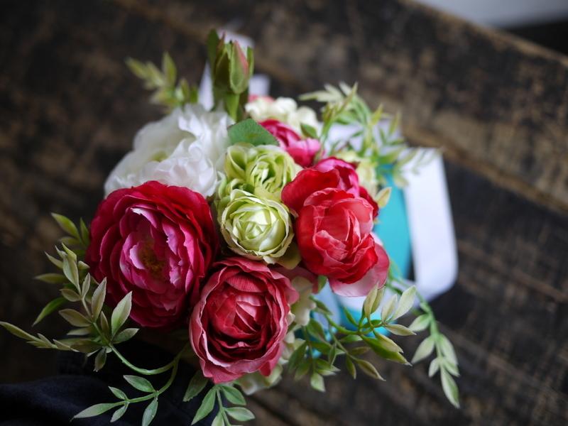ご結婚披露宴でのブーケ、ブートニア、ケーキナイフ装花。ジャスマックプラザにお届け。2018/07/07。_b0171193_17233449.jpg