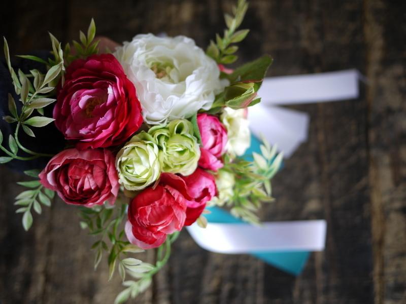 ご結婚披露宴でのブーケ、ブートニア、ケーキナイフ装花。ジャスマックプラザにお届け。2018/07/07。_b0171193_17233818.jpg