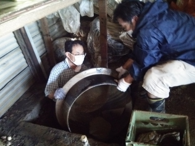 7月10日、真備町で大雨災害後の片付け支援活動をしました_d0155415_22502926.jpg
