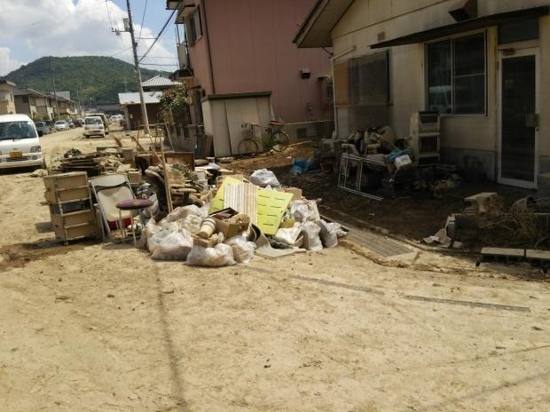 7月10日、真備町で大雨災害後の片付け支援活動をしました_d0155415_22543097.jpg