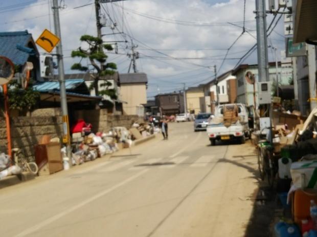 7月10日、真備町で大雨災害後の片付け支援活動をしました_d0155415_22543376.jpg