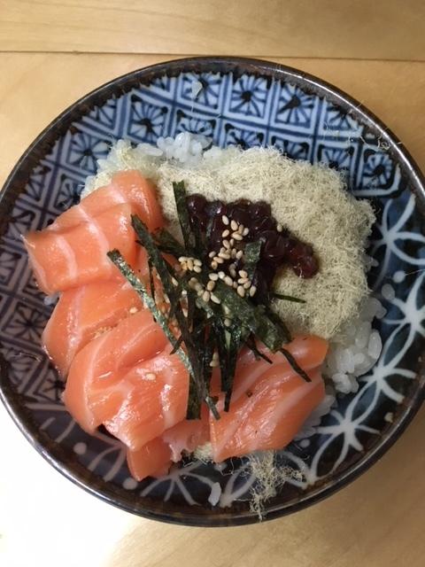 鰻チラシ、鮭とイクラの親子丼ー今週の日本食_e0350971_09560374.jpg