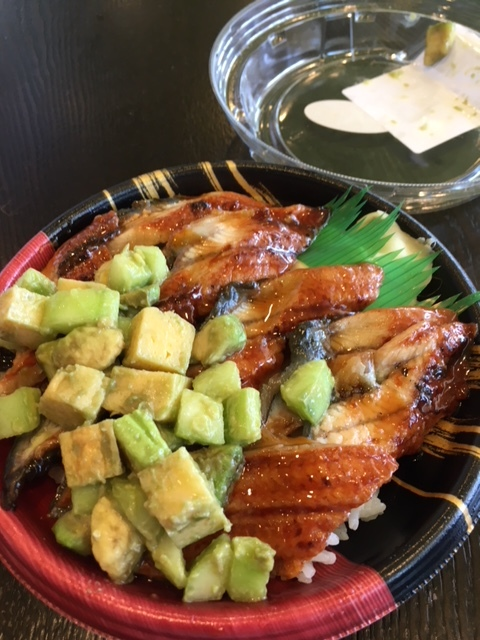 鰻チラシ、鮭とイクラの親子丼ー今週の日本食_e0350971_09561757.jpg