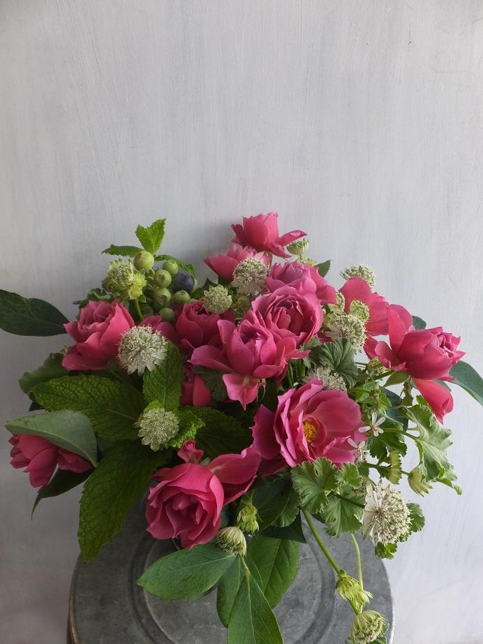 オークリーフ(薔薇を入れた夏のアレンジメント)_f0049672_17024487.jpg