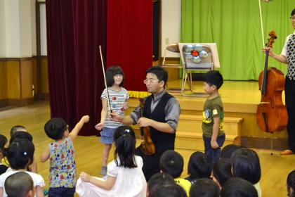 「園児に聴かせたい、クラシックコンサート」開演です。_d0353789_14422986.jpg
