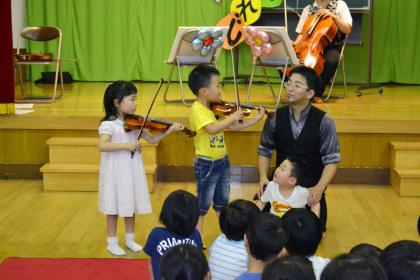 「園児に聴かせたい、クラシックコンサート」開演です。_d0353789_14423849.jpg