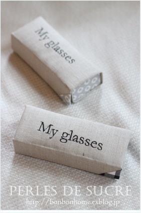 自宅レッスン 眼鏡ケース ボワットアコーディオン 丸箱 サティフィカ シャルニエの箱 蛇腹のハガキ入れ 書見台_f0199750_22035079.jpg