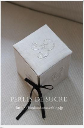 自宅レッスン 眼鏡ケース ボワットアコーディオン 丸箱 サティフィカ シャルニエの箱 蛇腹のハガキ入れ 書見台_f0199750_22041853.jpg
