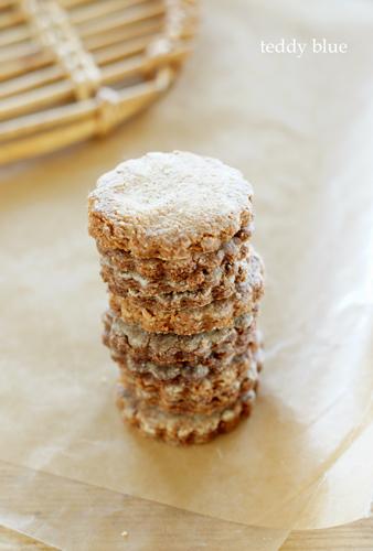 making cookies お花のかたちのクッキーづくり_e0253364_17115755.jpg