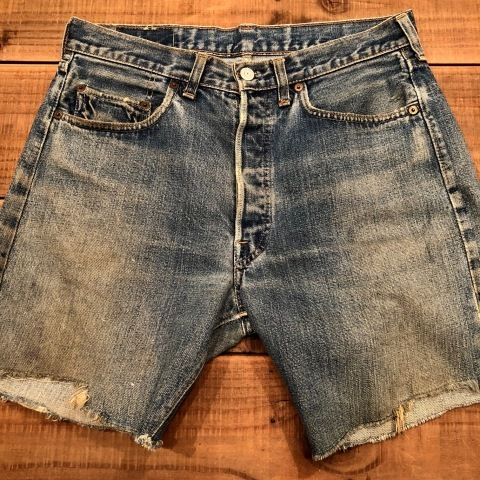 "1975 "" Levi\'s \"" 501 - 66 MODEL single stitch -  VINTAGE CUT-OFF DENIM SHORTS ._d0172088_17075141.jpg"