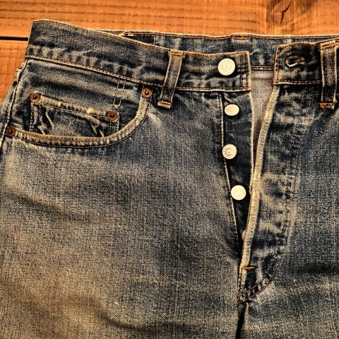"1975 "" Levi\'s \"" 501 - 66 MODEL single stitch -  VINTAGE CUT-OFF DENIM SHORTS ._d0172088_17120271.jpg"