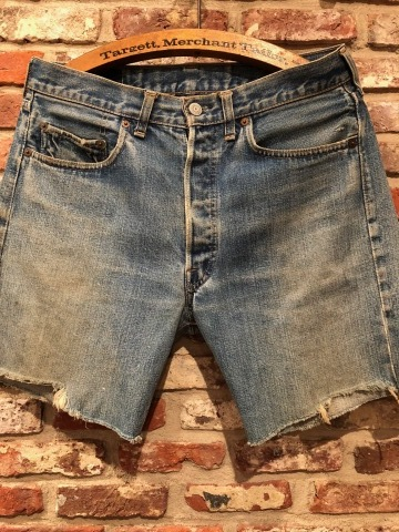 "1975 "" Levi\'s \"" 501 - 66 MODEL single stitch -  VINTAGE CUT-OFF DENIM SHORTS ._d0172088_17161414.jpg"
