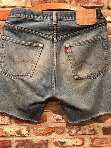 "1975 "" Levi\'s \"" 501 - 66 MODEL single stitch -  VINTAGE CUT-OFF DENIM SHORTS ._d0172088_17171019.jpg"