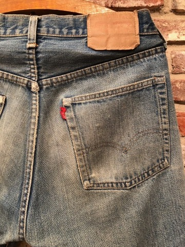 "1975 "" Levi\'s \"" 501 - 66 MODEL single stitch -  VINTAGE CUT-OFF DENIM SHORTS ._d0172088_17174294.jpg"