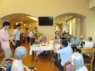 100歳お誕生日会_e0163042_17181589.jpg