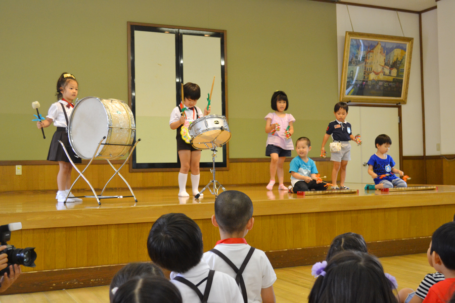 今日は、第二幼稚園の6月と7月生れのお誕生会でした。_d0353789_16175106.jpg