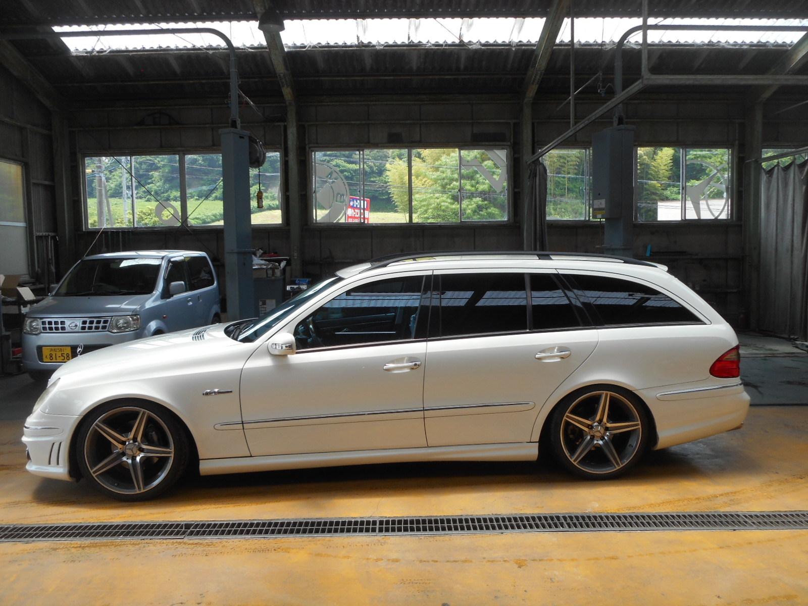 メルセデス・ベンツ W211 E500 足回りから異音 整備 (ロアアーム交換)_c0267693_17341350.jpg