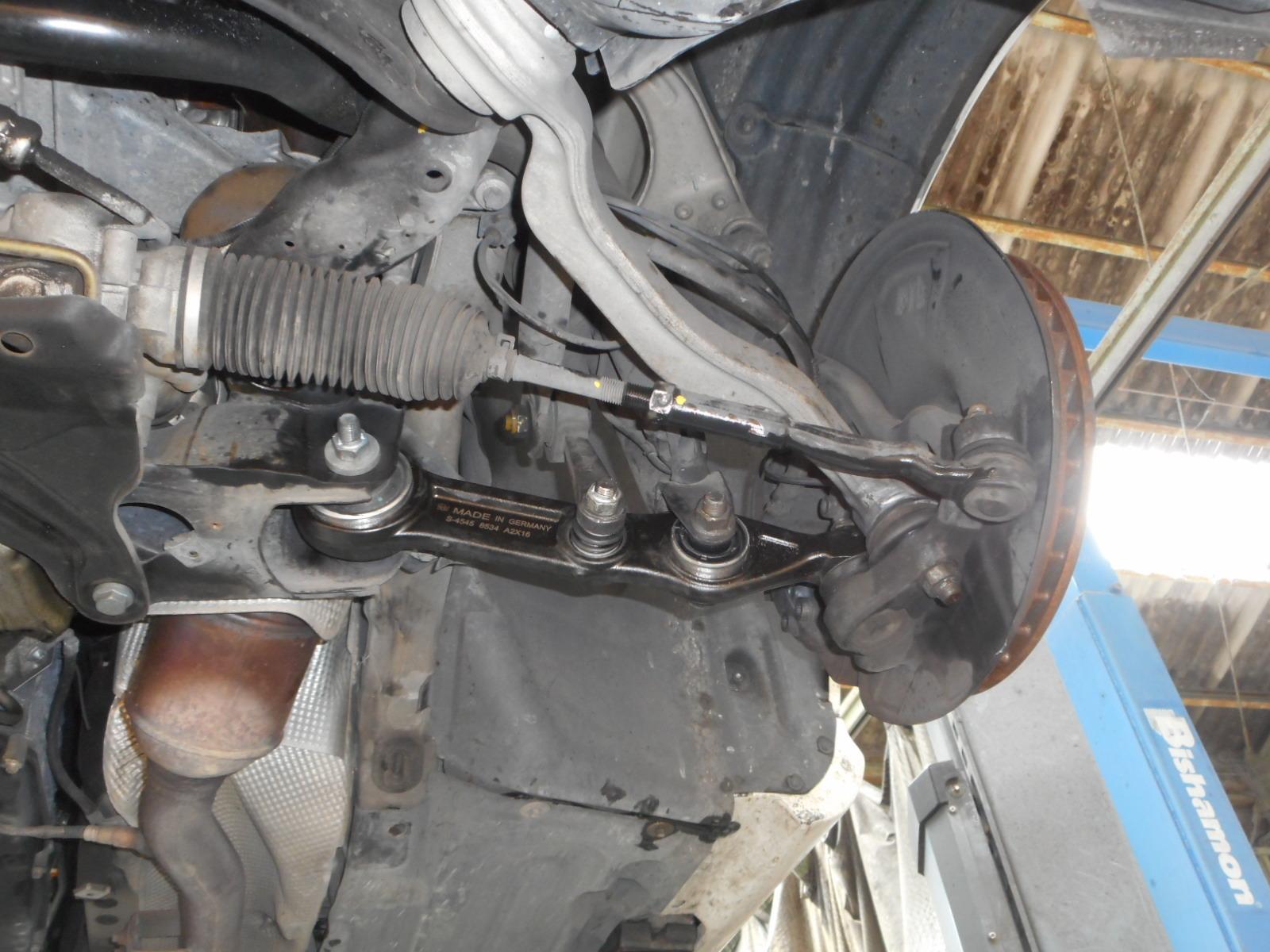 メルセデス・ベンツ W211 E500 足回りから異音 整備 (ロアアーム交換)_c0267693_17343186.jpg