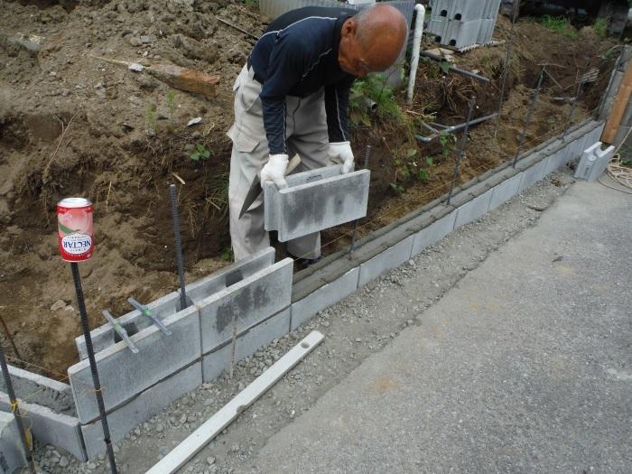 ブロック塀とフェンス ~ブロック積みとフェンス柱立て_d0165368_03194998.jpg