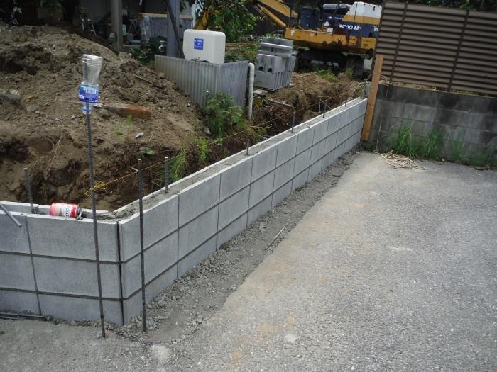 ブロック塀とフェンス ~ブロック積みとフェンス柱立て_d0165368_03200797.jpg