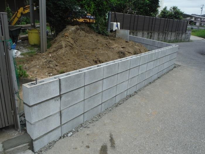 ブロック塀とフェンス ~ブロック積みとフェンス柱立て_d0165368_03202814.jpg