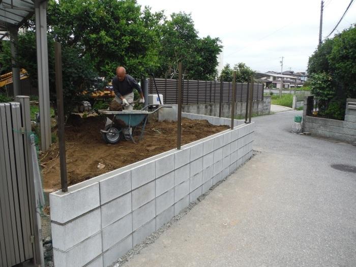 ブロック塀とフェンス ~ブロック積みとフェンス柱立て_d0165368_03204825.jpg