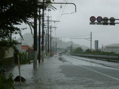 ○とさでん交通の路面電車 豪雨でも安全に平常運行_f0111289_07113422.jpg