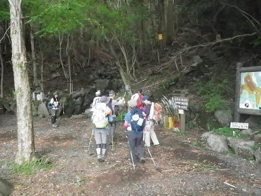 18-7:多良・前岳・黒木・一ノ宮岳(のぼろ取材)    _f0187402_21542846.jpg
