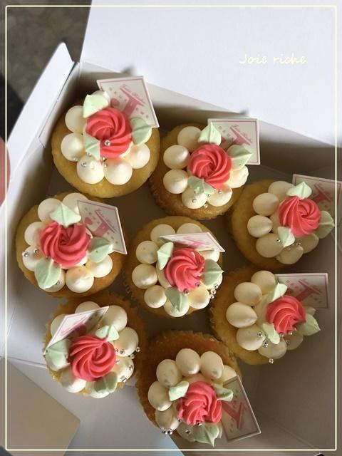 プティバタークリームカップケーキのオーダー_d0380923_05272844.jpg