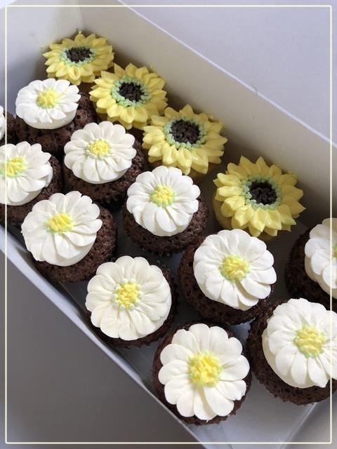 プティバタークリームカップケーキのオーダー_d0380923_05281315.jpg