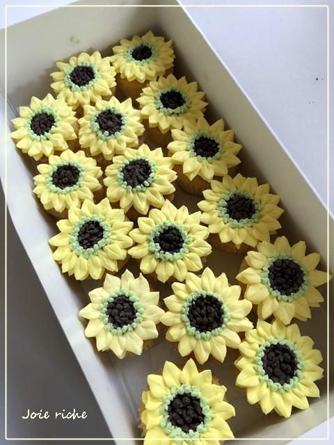 プティバタークリームカップケーキのオーダー_d0380923_05290436.jpg