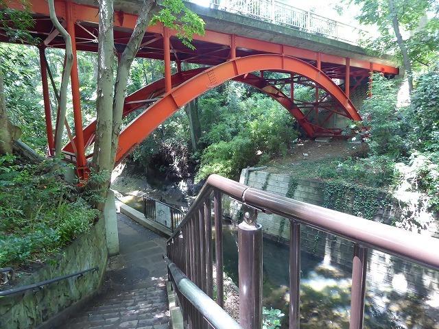 都心とは思えないような緑と横穴古墳や滝、お不動様、甘味茶屋を楽しめる渓谷があるよ♪ 等々力渓谷はアクセスもいい!_b0287088_09134794.jpg