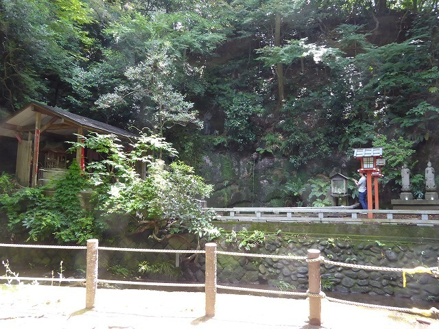 都心とは思えないような緑と横穴古墳や滝、お不動様、甘味茶屋を楽しめる渓谷があるよ♪ 等々力渓谷はアクセスもいい!_b0287088_09191495.jpg