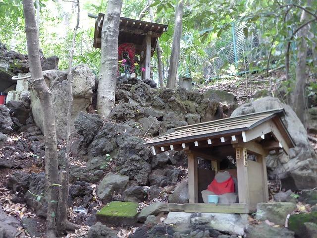 都心とは思えないような緑と横穴古墳や滝、お不動様、甘味茶屋を楽しめる渓谷があるよ♪ 等々力渓谷はアクセスもいい!_b0287088_09223533.jpg
