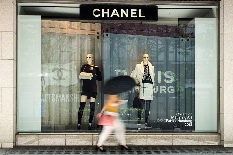 Pedestrians Blurring On Scorching Pavement_d0353489_09504423.jpg