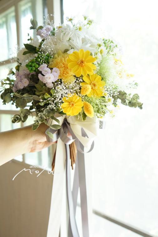#クラッチブーケ ホワイト&イエローのお花でナチュラルに!_a0136507_22275778.jpg